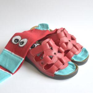 omaking-sandaalid-m550-punane-sokkidega-v1